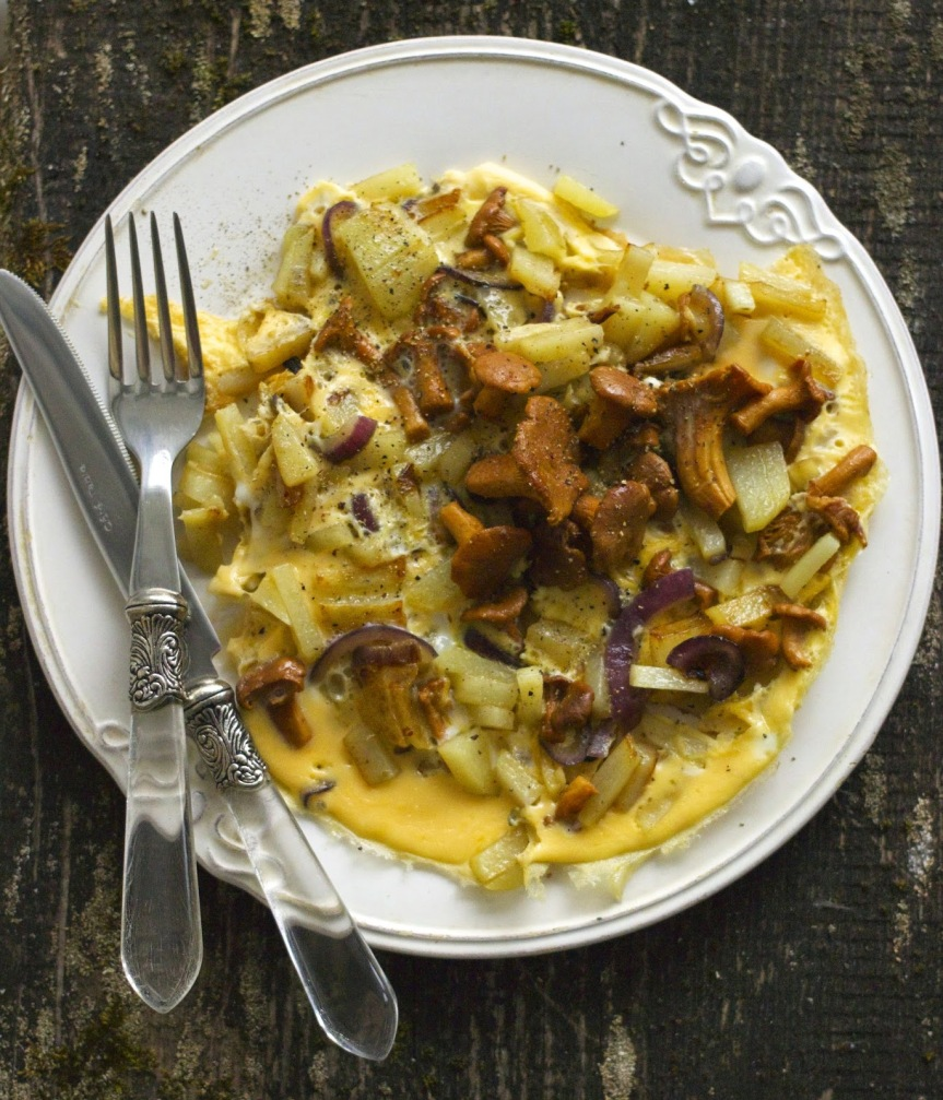 Omelette with chanterelles and potatoes