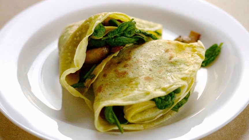 Curry crepes with mushrooms and veggies