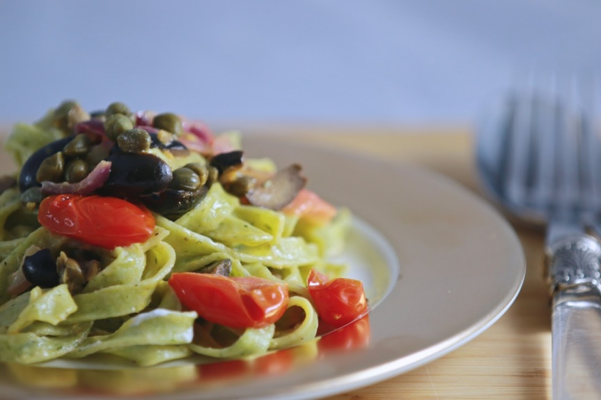 Spinach fettuccine with black olives, capers, tomatoes and goat cheese