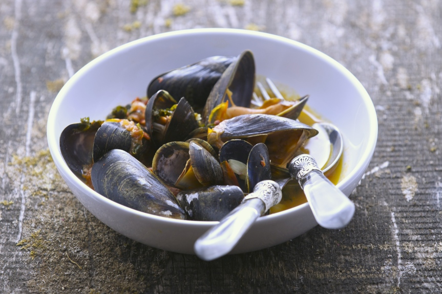 Wild mussels in spicy tomato sauce