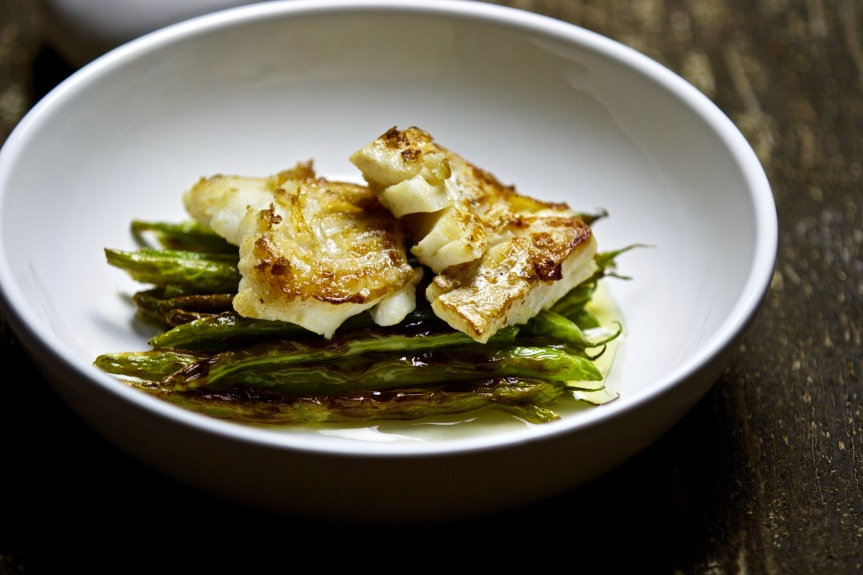 Pan-seared cod with green beans and butter and white wine sauce